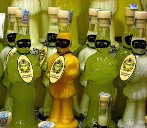Limoncello, licor típico de Italia.