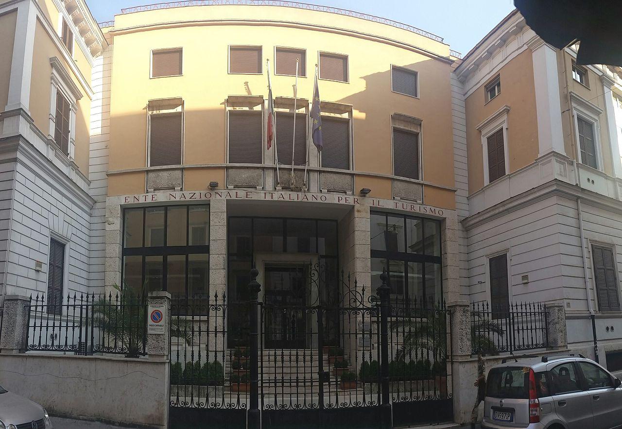 Direcciones tiles en roma viajar a italia for Oficina turismo roma