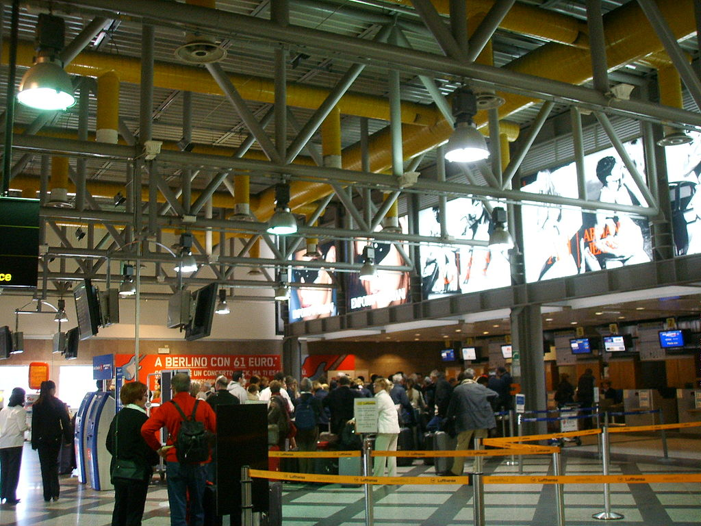 Foto Aeroporto New York : Aeropuerto de florencia salidas vuelos viajar a italia