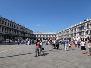 La unica plaza en Venecia es la Plaza San Marcos.