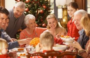 Familia en cena navideña.
