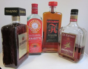 Diferentes botellas del licor italiano amaretto.
