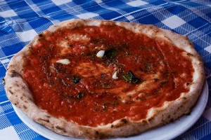 pizza marinara, una de las más populares y de sencilla preparación.