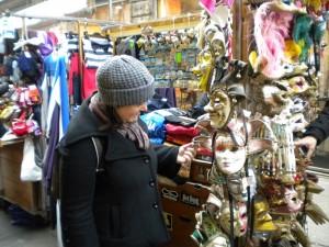 Compras en mercadillos de Venecia.
