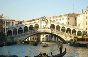 Góndola en Puente Rialto