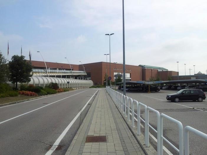 Aeropuerto de venecia marco polo viajar a italia - Marco aldany puerto venecia ...