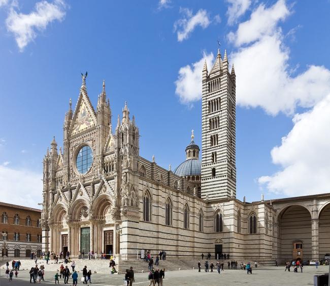 Vista frontal de la Catedral de Siena